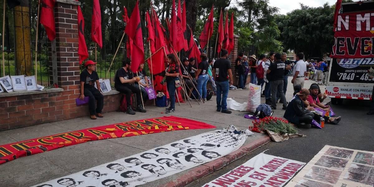 Activistas de DD. HH. se oponen al festejo del Día del Ejército