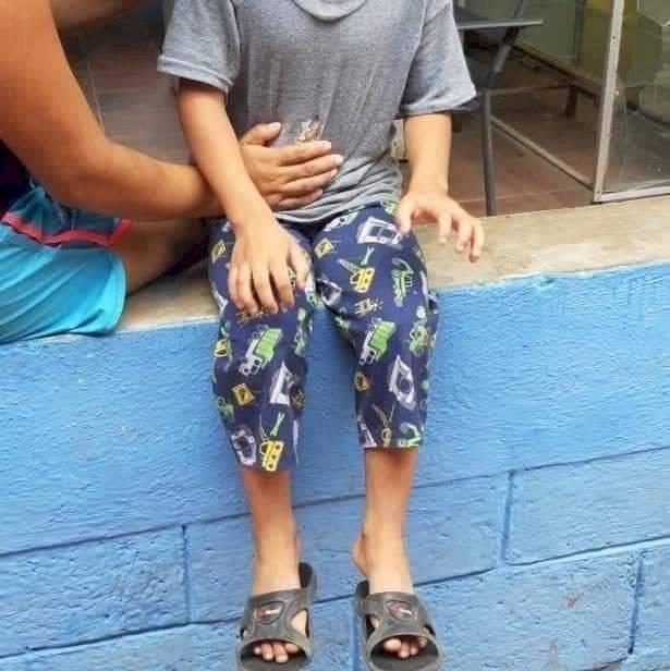 Mujer muere a causa de un disparo que le acertó accidentalmente un niño.