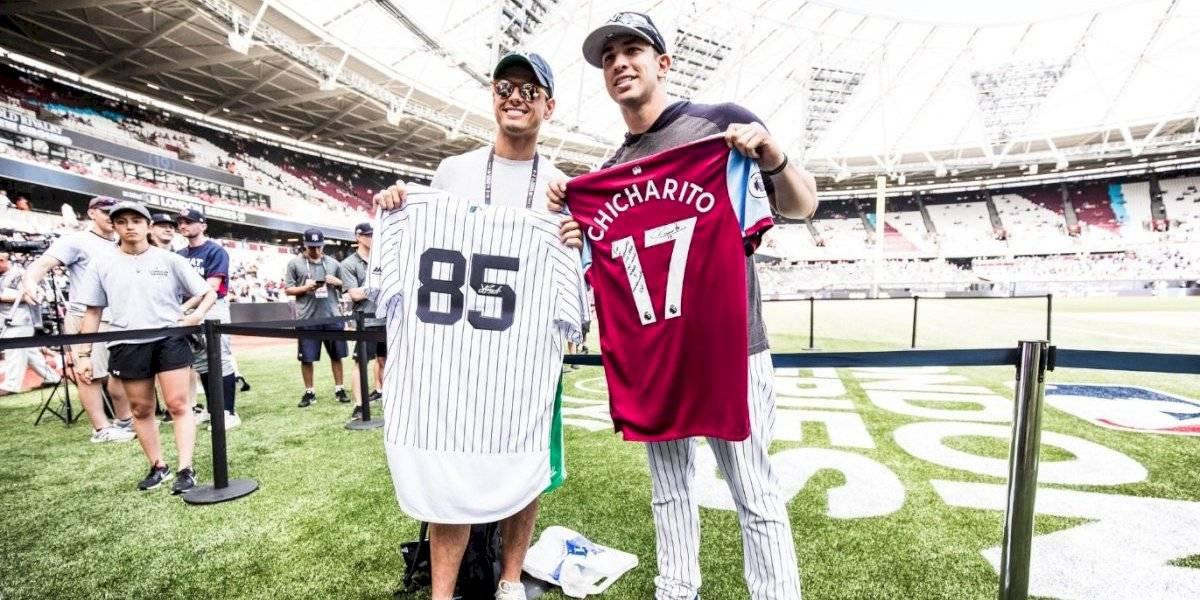'Chicharito' estuvo presente en duelo Yankees vs Red Sox en Londres