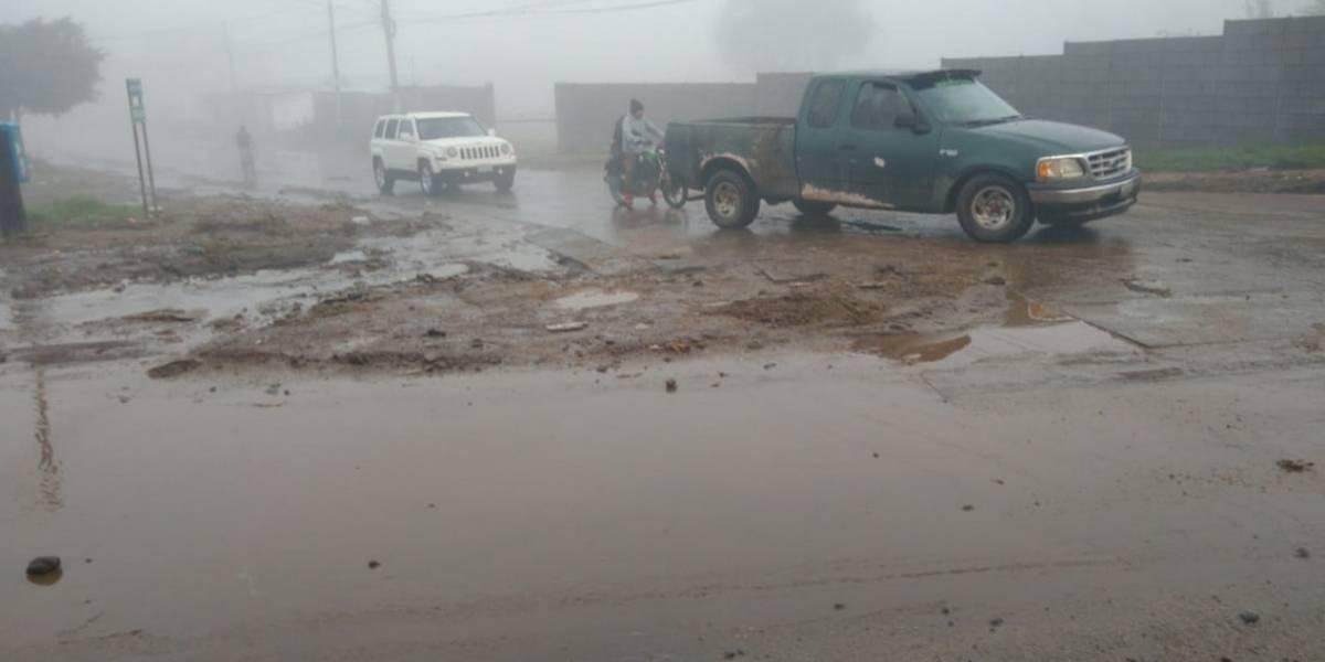 Lluvia arrastra vehículo en Quetzaltenango
