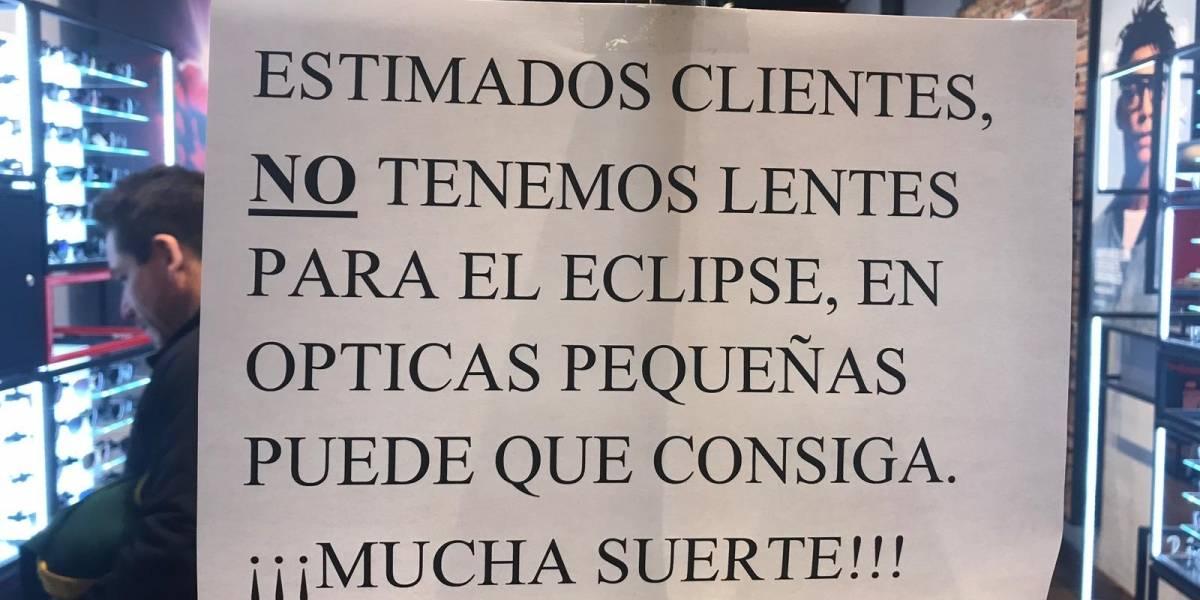 """""""Se desató la eclipsitis"""": locura total entre los chilenos que aún no logran comprar lentes para ver el eclipse solar"""