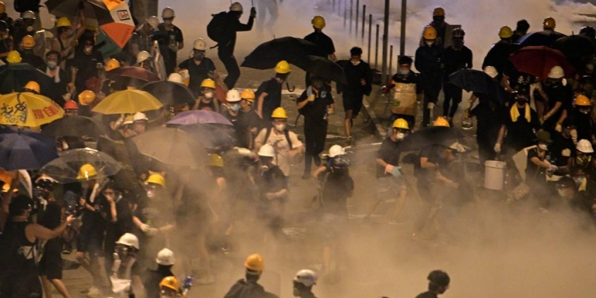 Hong Kong: Policía recupera control del Parlamento tras invasión de manifestantes