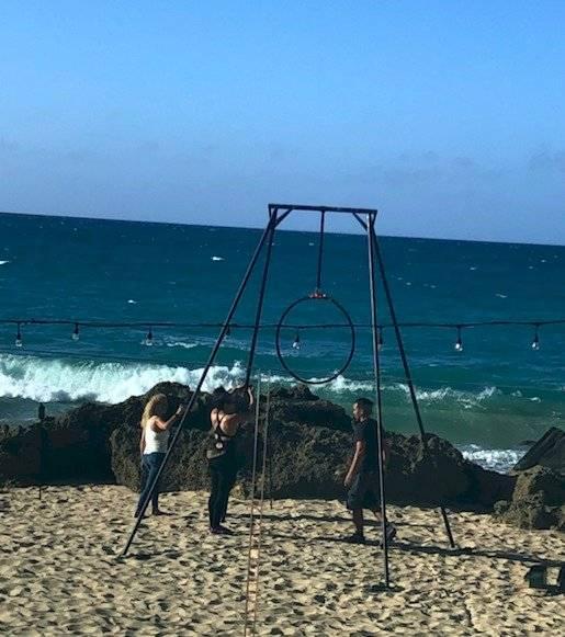 Puedes encontrar actividades diversas en el área de playa.