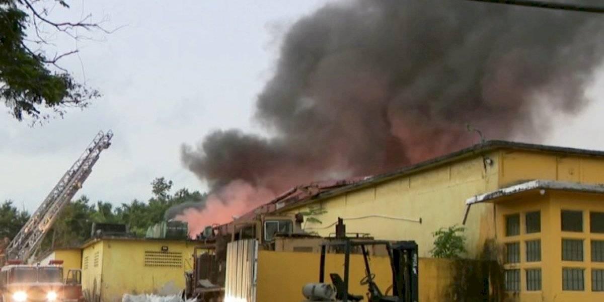 Fuego de grandes proporciones en planta de reciclaje en Río Grande