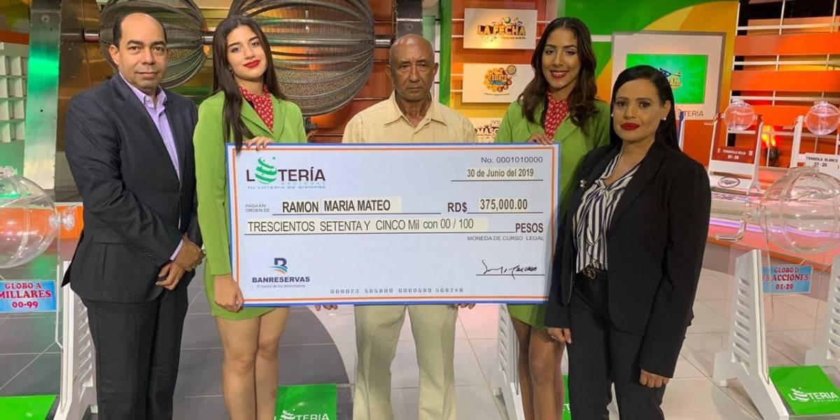 Maestro Constructor en San Cristóbal gana premio de RD$375,000.00 en la Lotería Nacional