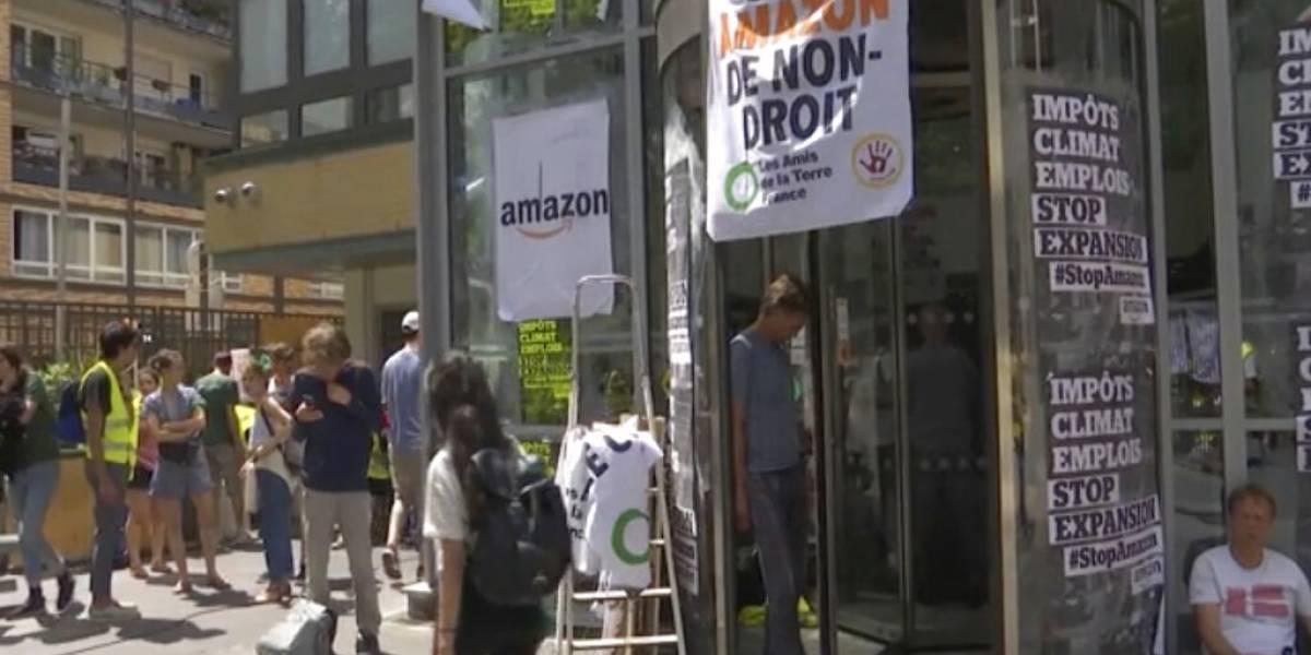 La acusan de destruir empleos y el planeta: franceses protestan contra Amazon