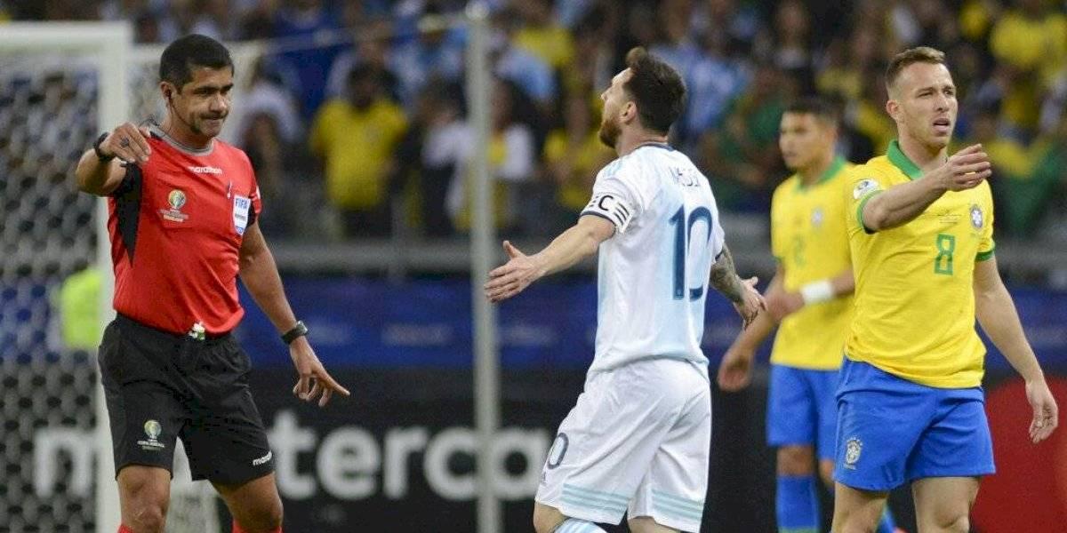 ¿Y el VAR? Los dos penales claros que no le cobraron a Argentina ante Brasil en la Copa América