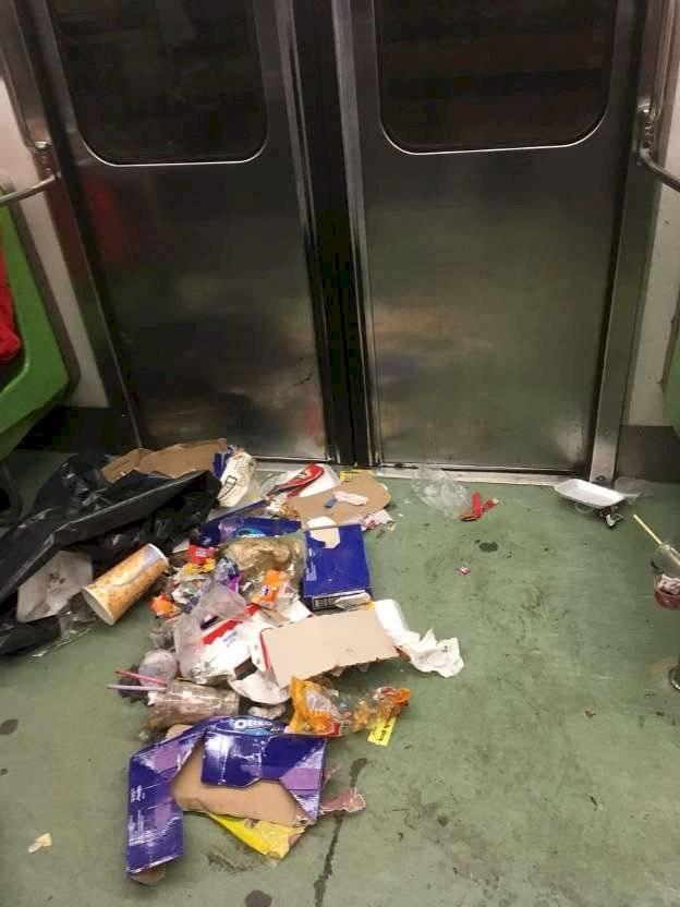 Metro CDMX basura