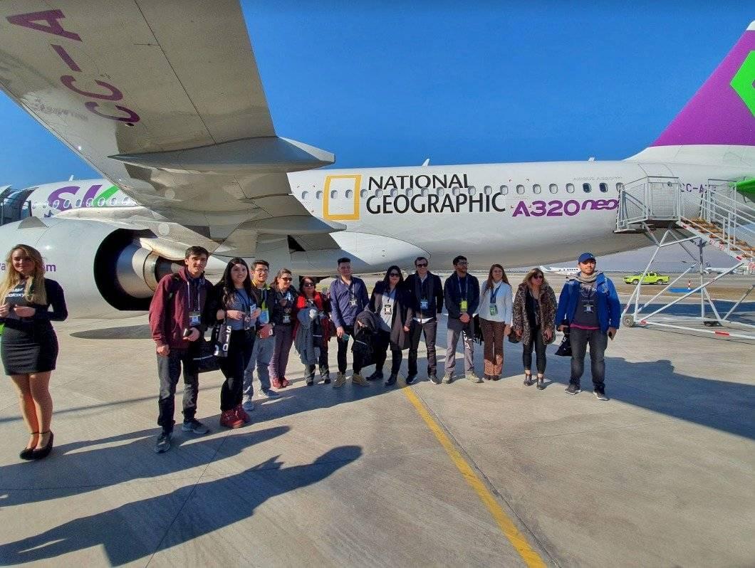 Los afortunados ganadores de un concurso en conjunto entre Nat Geo y Samsung pudieron disfrutar de 10 segundos más del eclipse a bordo de un avión especial para ver el fenómeno en los cielos del norte de Chile Gabriel Arce
