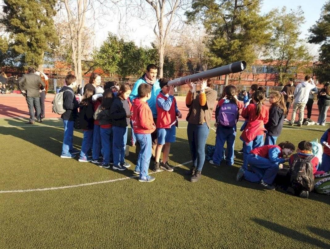Alumnas de la Institución Teresiana, en Las Condes, tuvieron una actividad especial como en muchos colegios de la capital chilena para ver el fenómeno Karina Valle