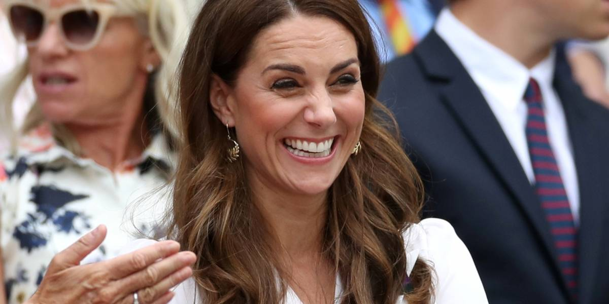 FOTOS: Filha de Kate Middleton e do príncipe William 'mostra língua' para fotógrafos e 'choca' realeza