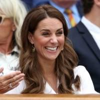 Kate Middleton de bermuda e tênis prova que é uma mãe estilosa