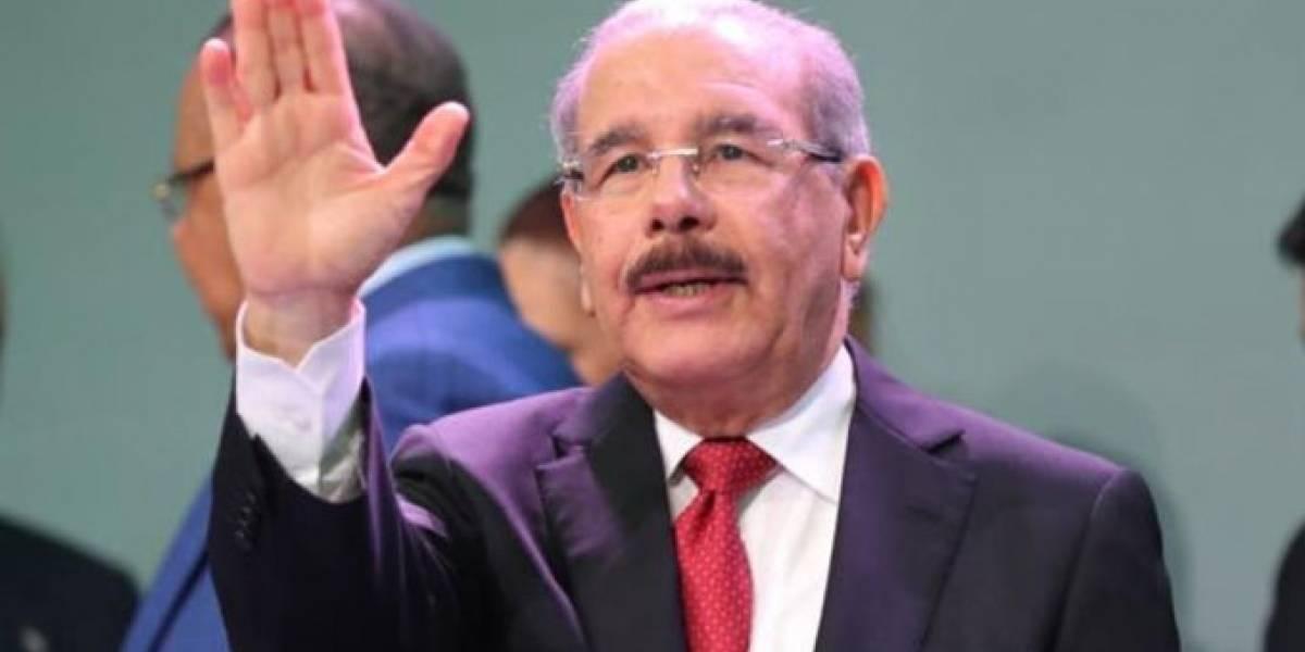 """Danilo dice que """"casi, casi"""" llegó el momento hablar de reelección"""