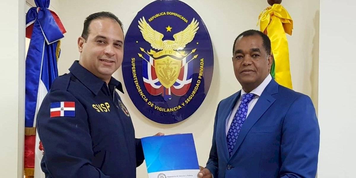 MIP entrega anteproyecto del reglamento de Ley de Armas con Superintendencia de Vigilancia y Seguridad Privada