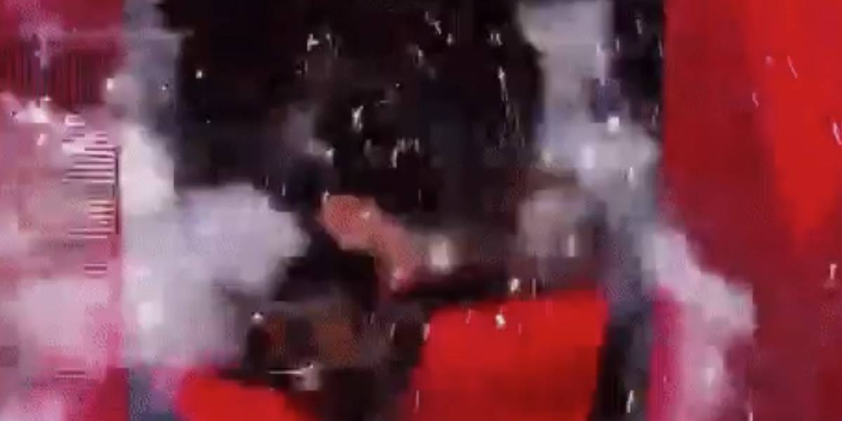 VIDEO: Luchadores terminan en el hospital tras hacer estallar pantalla