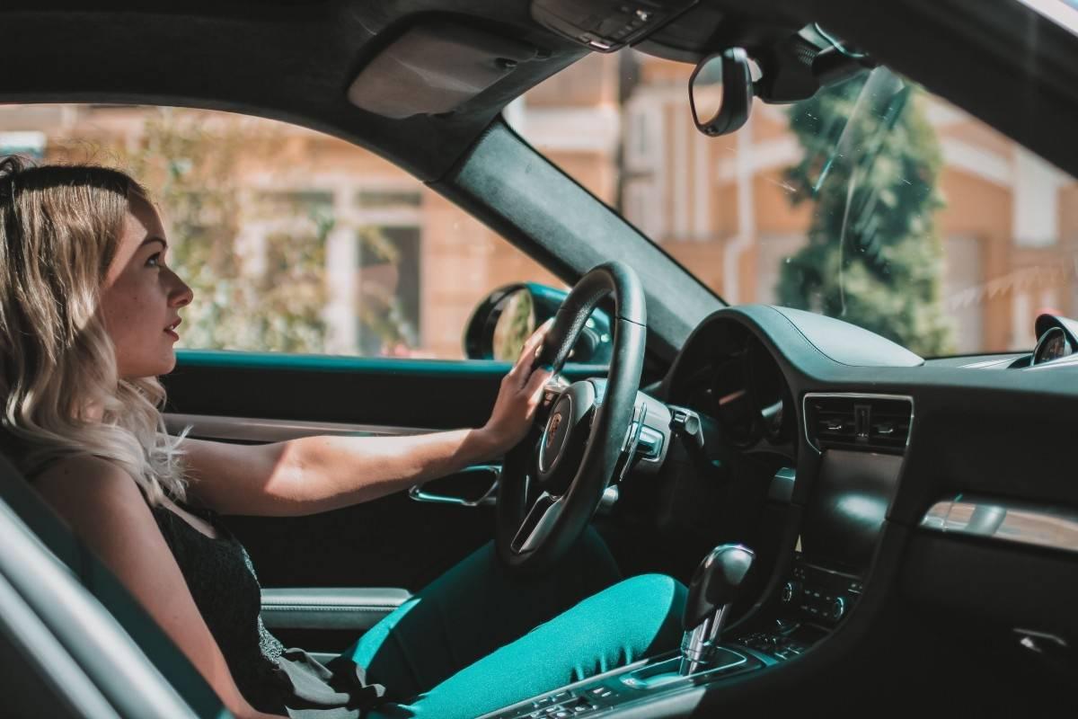 Millennials pagan más por sus seguros automotrices que la tercera edad