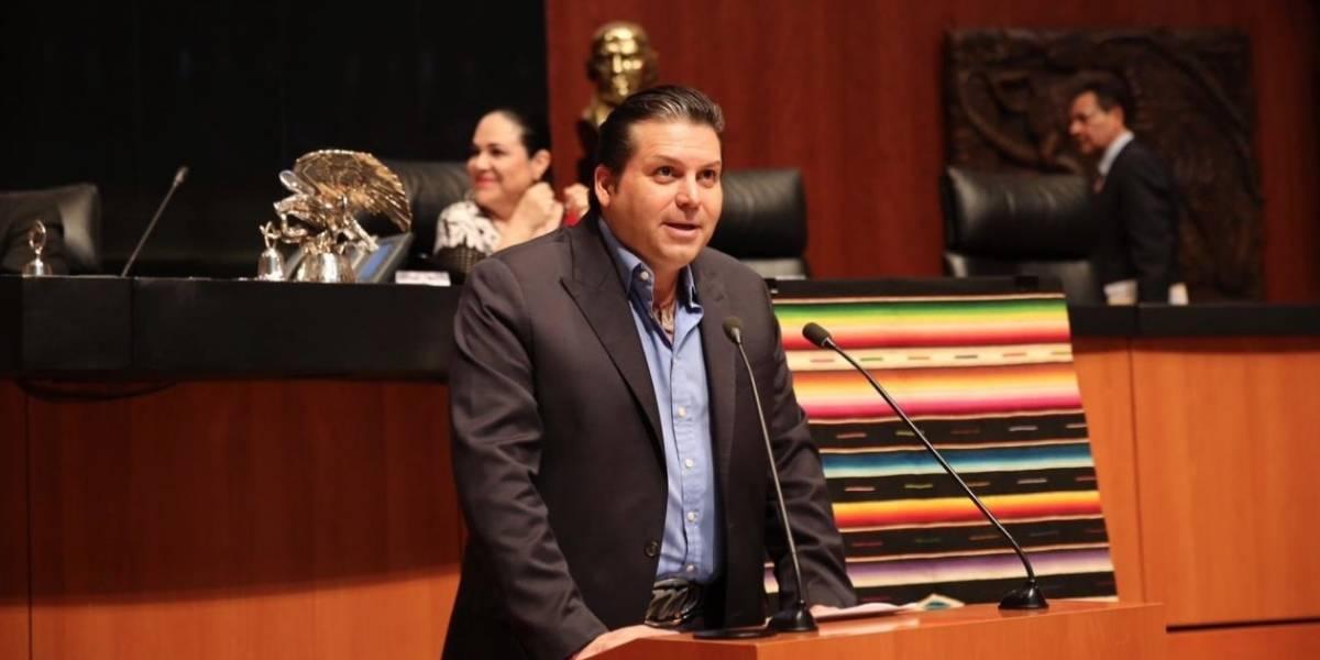 """Senador del PRI pide poder tomarse unas """"cervecitas"""" en horas de trabajo"""