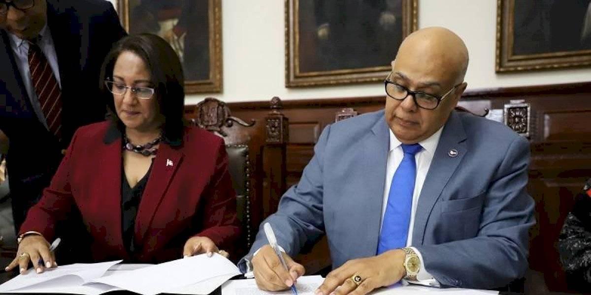 Firman convenio para la prevención del uso y abuso de drogas en Santiago