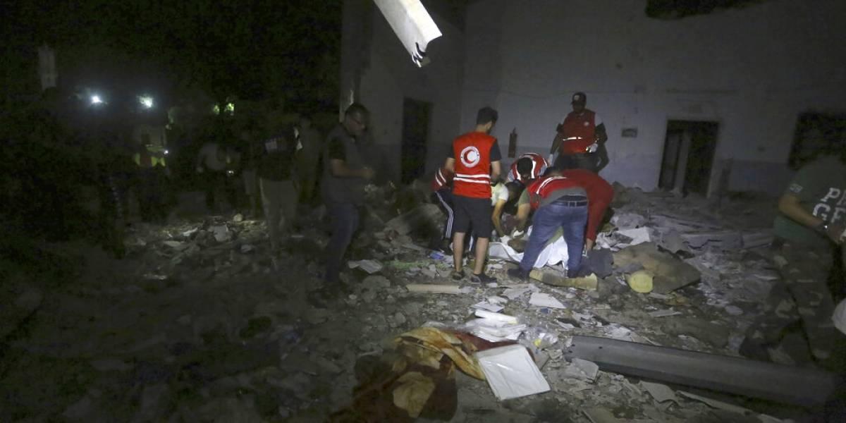 Ataque aéreo mata a 44 personas en centro de detención de migrantes en Libia