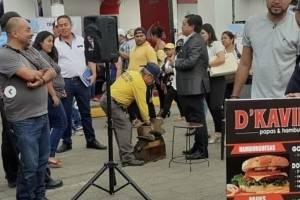 Emprendimiento de 'El Nine' Iván Kaviedes es puesto de hamburguesas