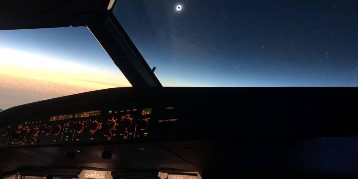 Companhia aérea revela registro impressionante do eclipse solar total feito desde a cabine de um avião