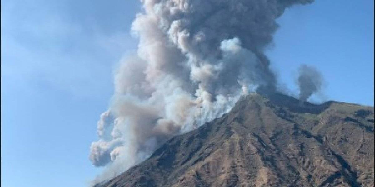Erupción del volcán Stromboli deja al menos un muerto en Italia y los turistas se lanzan al mar para salvar sus vidas