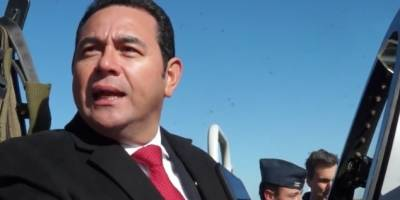 Jimmy Morales por compra de aviones