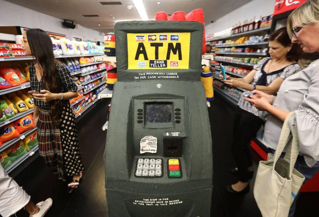 El malware que puede retirar todo el dinero de los cajeros automáticos ya llegó a Colombia y México