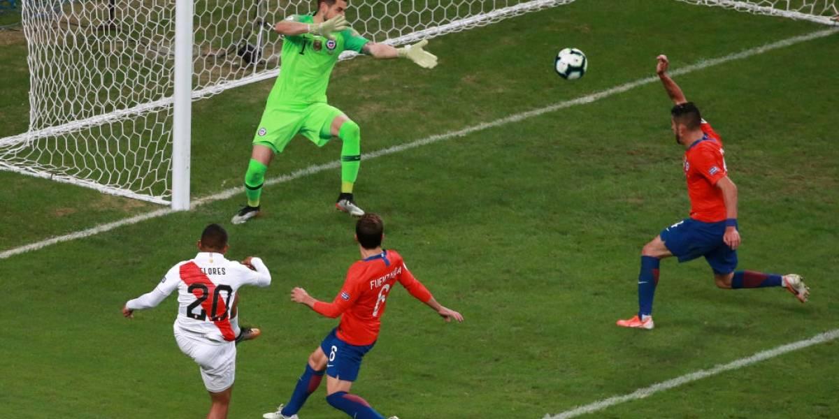 Perú hizo los goles que no pudo hacer Chile, la Roja quedó fuera de Brasil 2019 y dejó vacante la corona de América