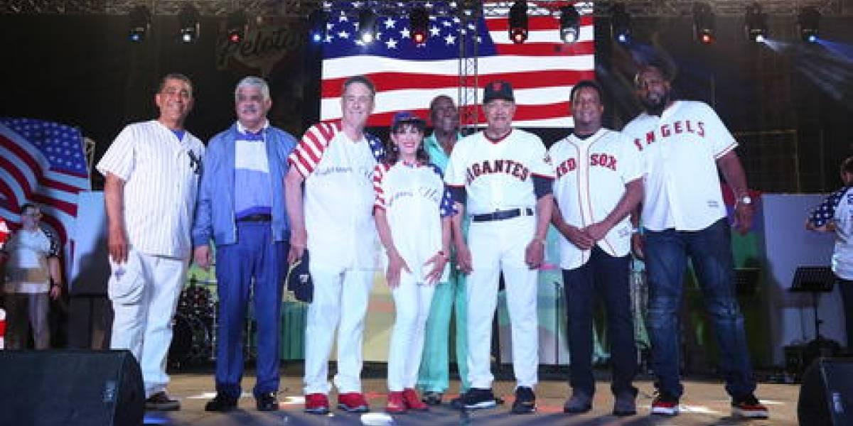 En RD, la independencia de Estados Unidos se celebró a ritmo de béisbol y merengue