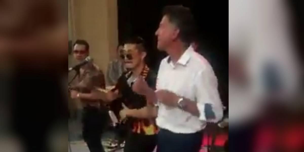 VIDEO: Juan Carlos Osorio ofrece sorprendente baile de salsa