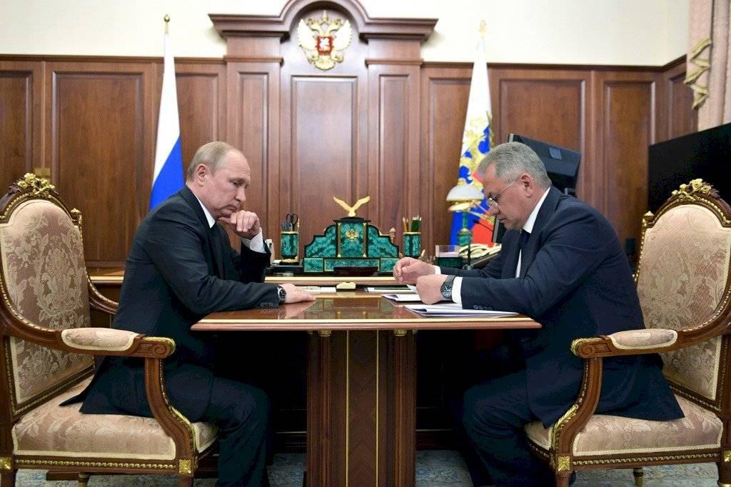 Vladimir Putin y Serguei Shoigu