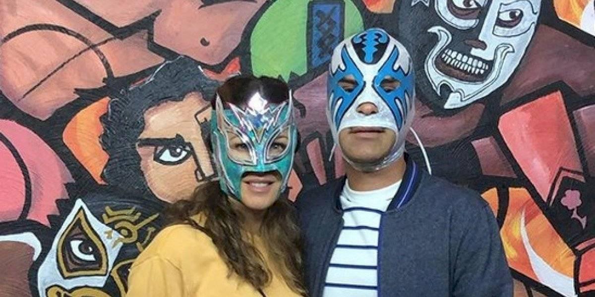 Rafa Márquez disfruta la lucha libre de incógnito