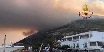 Erupción del volcán Estrómboli, en Italia