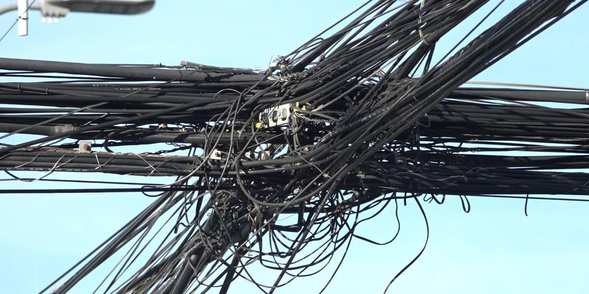 Empresas de telecomunicaciones se arriesgan a millonaria multa si no retiran cables en desuso de las calles