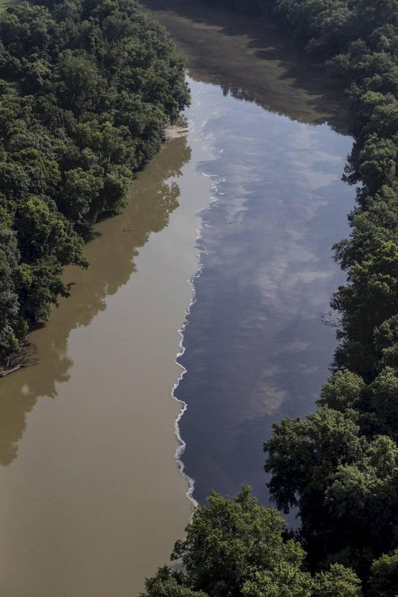 Río Kentucky tras el incendio Foto: AP