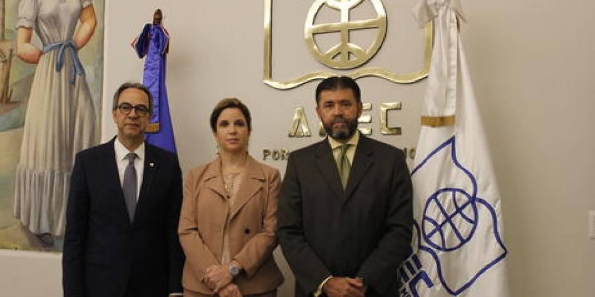 """Apec Cultural y Banco Popular anuncian tercera edición """"Premio Apec al periodismo fotográfico"""""""