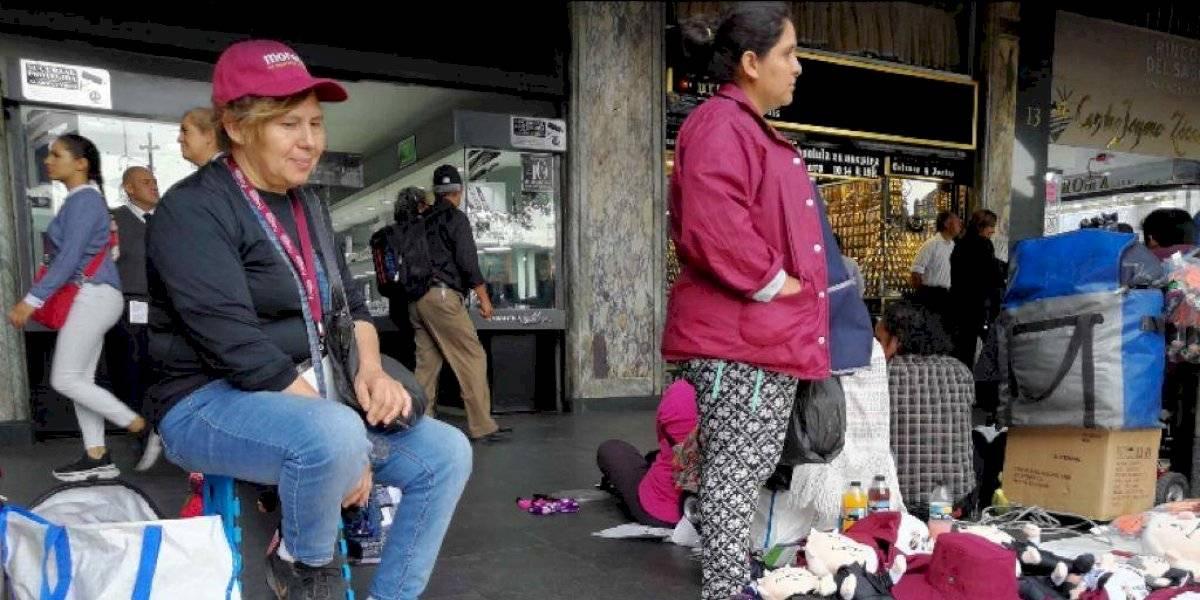 Acusan desalojo de comerciantes que no vendieron artículos de Morena en #AMLOfest