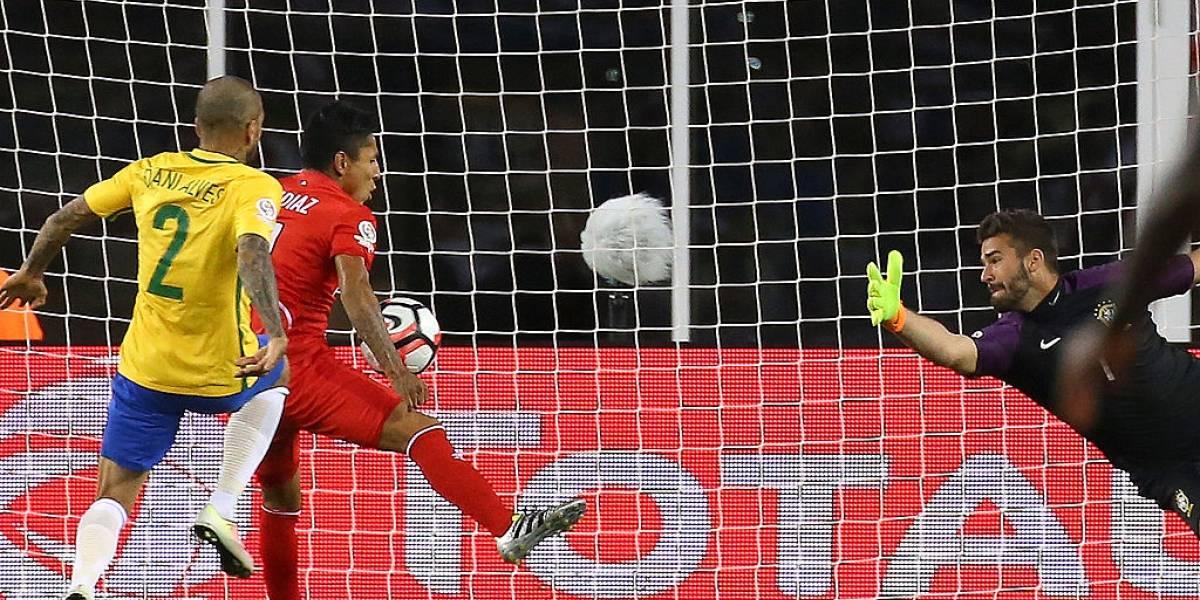 """Ruidíaz se quedará con las ganas de repetir el gol con la mano ante Brasil: """"Ahora hay VAR"""""""