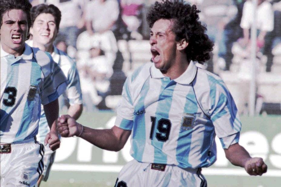 El Pipo Gorosito jugó 19 partidos y marcó un gol por la selección absoluta de Argentina. Ganó la Copa América Ecuador 1993 / Foto: AP