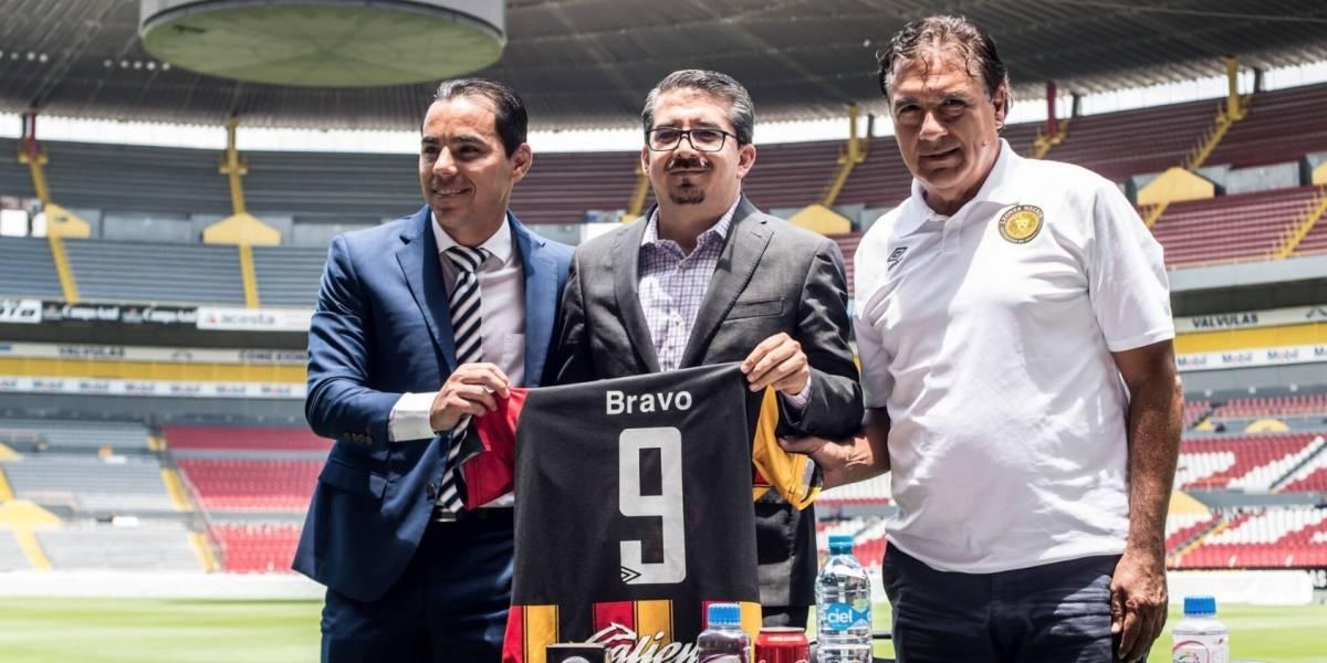 Omar Bravo regresará a las canchas con Leones Negros