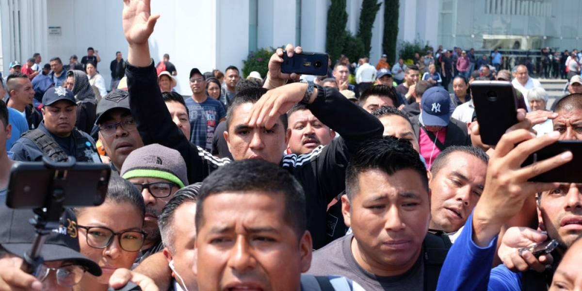 Policías rompen con representantes por negociar reubicaciones