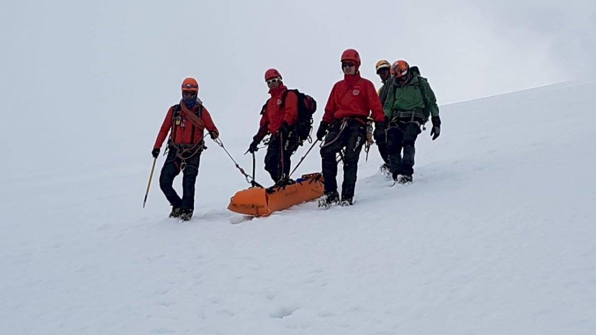 Excursionista cayó en una grieta de 30 metros en el volcán Cayambe ECU 911