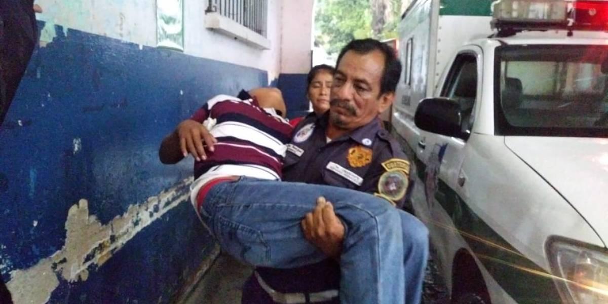 VIDEO. Niños sufren intoxicación por consumir refacción escolar en Suchitepéquez