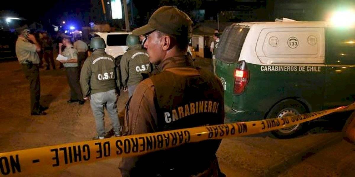 Dueño de botillería en Puente Alto dejó en riesgo vital a asaltante e hirió de bala a niño que iba pasando junto a sus padres
