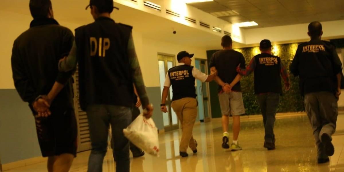 Brasileños salen de Guatemala para responder a la justicia de su país