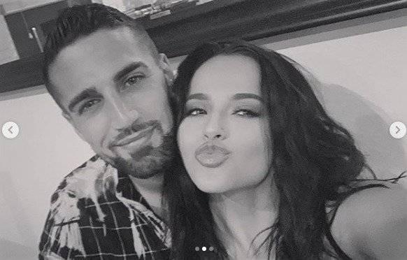 Becky G y su novio Instagram
