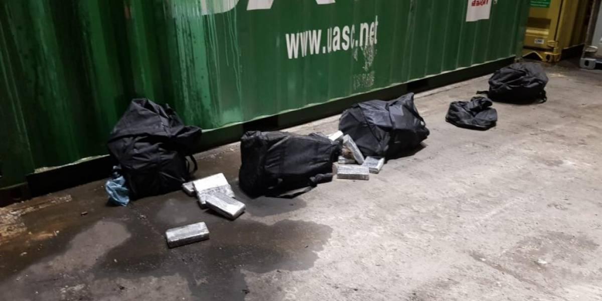 Receita Federal apreende 300 kg de cocaína que caíram de contêiner em Paranaguá