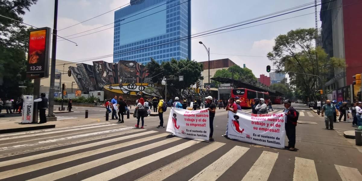 Manifestantes cierran Insurgentes Sur exigiendo contrato con cementera