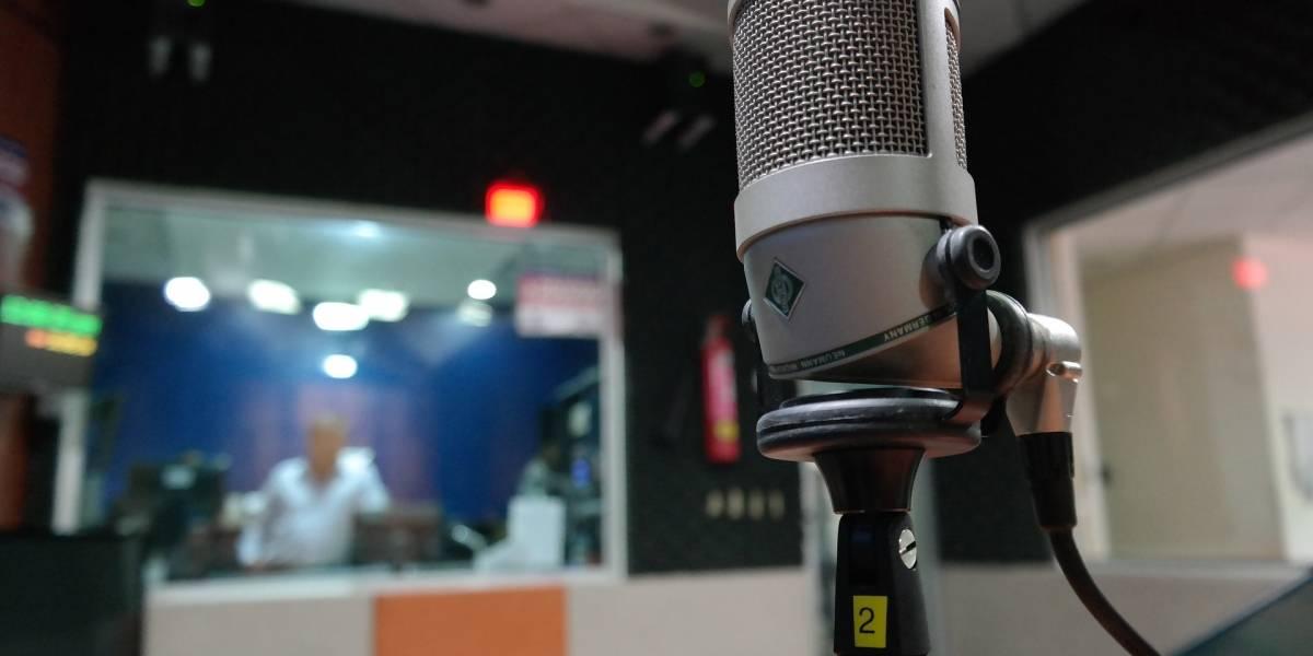 """Estación de radio suspende a locutor por mandar a mujer """"a la cocina"""""""